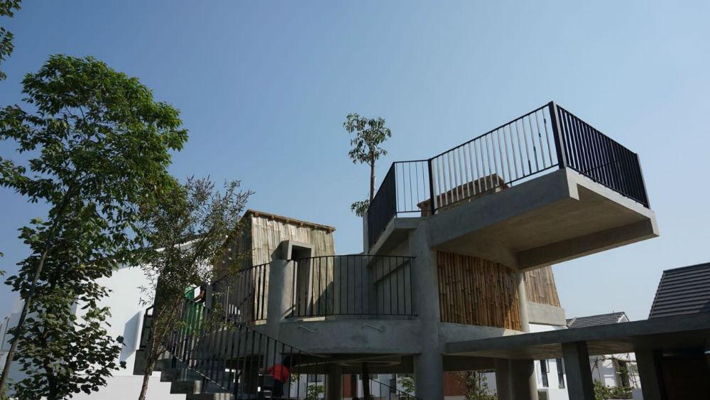 Rumah pohon di area bersama.