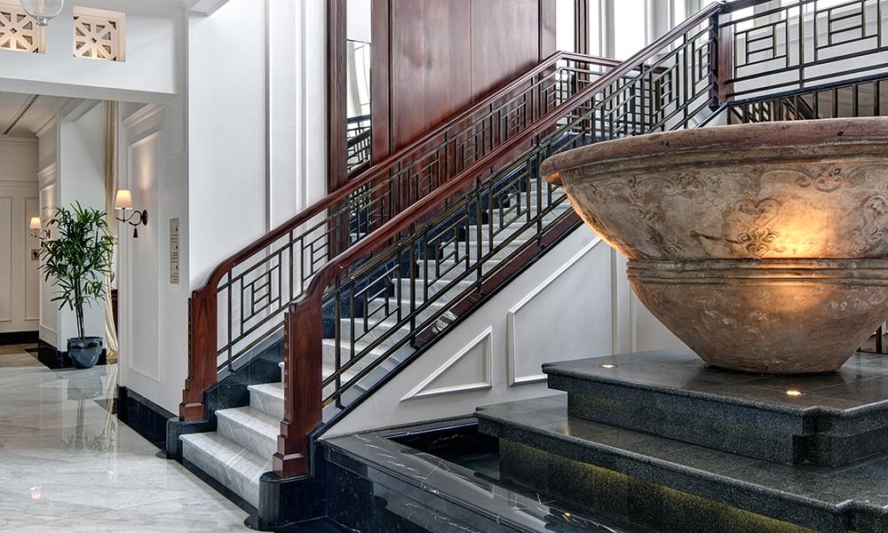 Material railing tangga